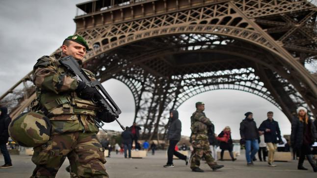 فرنسا تستعد لطرد الأجانب المشتبه في تطرفهم