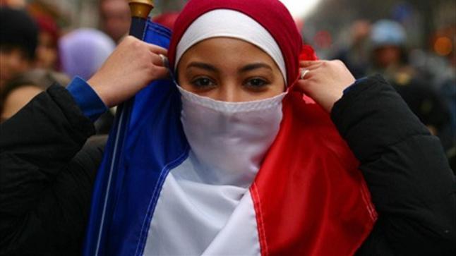 """اعتماد مشروع نص """"ميثاق مبادئ"""" الإسلام في فرنسا"""