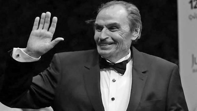 وفاة نقيب الفنانين المصريين عزت العلايلي عن عمر يناهز 86 عاما