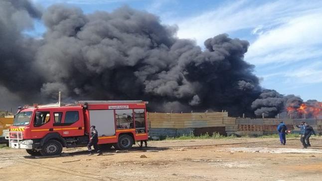 الدار البيضاء.. اندلاع حريق بسوق المتلاشيات بسيدي البرنوصي