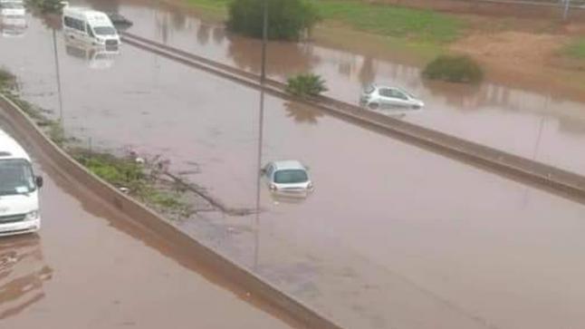 الأمطار الغزيرة.. توقف الحركة بين الرباط و الدار البيضاء