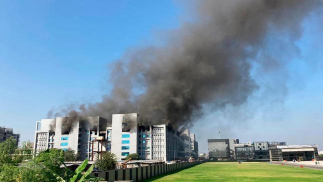 """حريق بأكبر مبنى لإنتاج لقاح كورونا """"أسترازينيكا"""""""