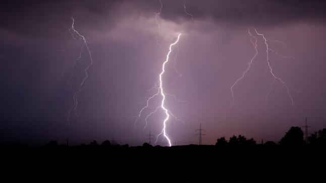مديرية الأرصاد الجوية تحذر المواطنين من الصواعق الرعدية