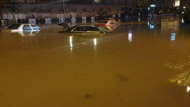 الدار البيضاء.. قطرات الشتاء تغرق تغرق عشرات السيارات و تشل حركة السير
