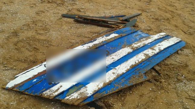 تحطم قارب للصيد التقليدي بسبب أمواج عاتية في طرفاية