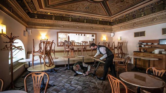 أصحاب المطاعم يناشدون السلطات الختصة بإلغاء قرار الإغلاق الكلي