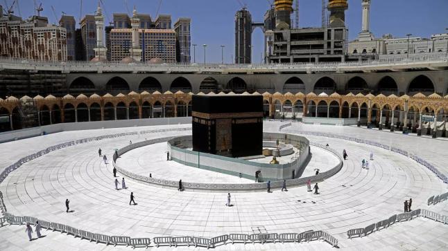 أولى رحلات المعتمرين من خارج السعودية تصل إلى جدة الأحد