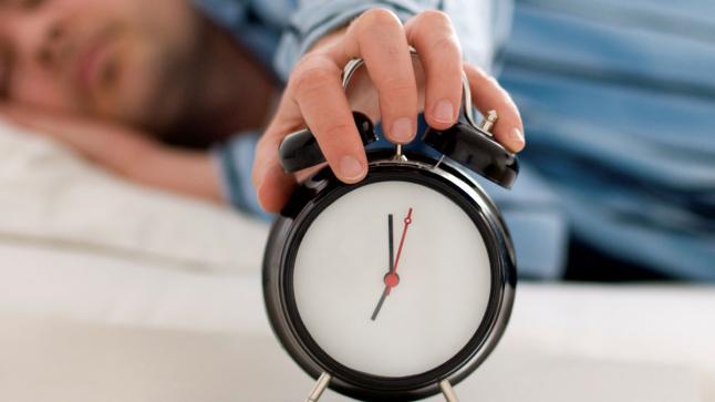 الرجوع إلى الساعة القانونية للمملكة بتأخير الساعة بستين دقيقة