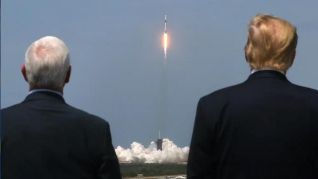 """بحضور ترامب شركة """"إيلون ماسك"""" تطلق أول رحلة إلى الفضاء"""