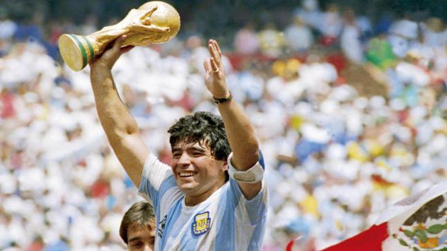 وفاة دييغو أرماندو مارادونا نجم الكرة الأرجنتينية عن عمر يناهز 60 عاما