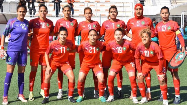 المنتخب الوطني النسوي يخوض تداريبه بمركب محمد السادس لكرة القدم