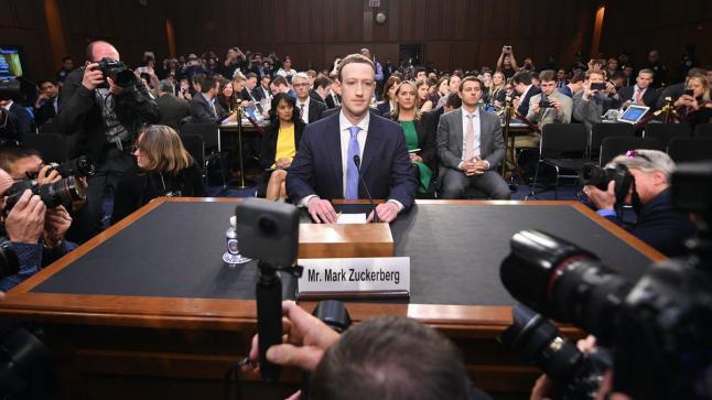زوكربورغ يتجه نحو إخفاء المحتوى السياسي من منصة فايسبوك