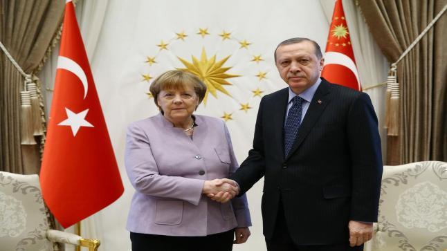"""أردوغان يطلب من ميركل فتح """"صفحة جديدة"""" بين بلاده والاتحاد الأوروبي"""