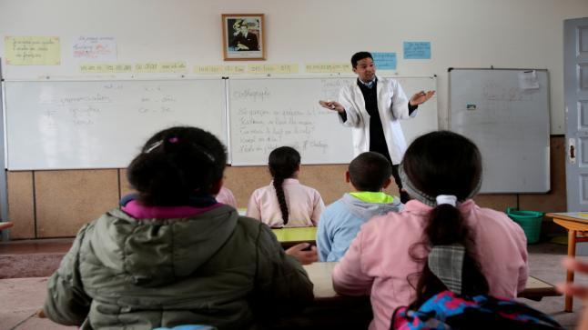 فتح باب الترشيح لمباريات توظيف الأساتذة أطر الأكاديميات الجهوية للتربية والتكوين