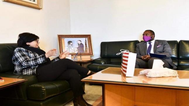 """القنصل الأمريكي بالدارالبيضاء يصف عامل عمالة الحي الحسني ب""""مرأة وقادة"""""""