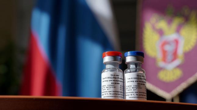 """إنطلاق اختبارات اللقاح الهجين المدمج بين """"سبوتنيك"""" و""""أسترازينيكا"""" في روسيا"""